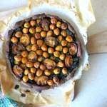 Wegańska tarta gryczana ze szpinakiem i ciecierzycą