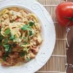 Spaghetti z kurczakiem w ziołowym mascarpone i pomidorach