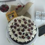 Mississippi Mud Cake z kremem śmietanowym i czereśniami