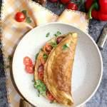 Omlet z kiełbasą i kiełkami