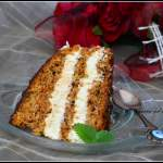 Tort marchewkowy z kremem budyniowym