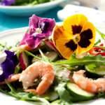 Kwiaty jadalne na talerzu