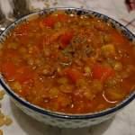 Warzywny gulasz z soczewicą