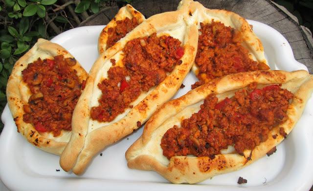 drożdżowe chlebki z mięsnym farszem-idealne na każda okazję, pyszne