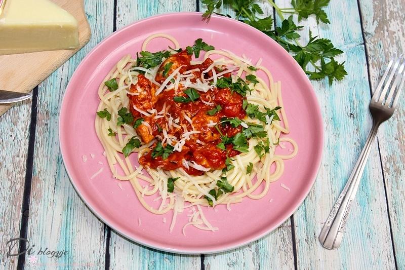 Spaghetti z indykiem i pastą pindżur, czyli szybki obiad w 20 minut