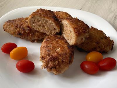 Kotlety z indyka z suszonymi pomidorami i serem