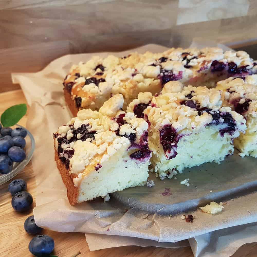 Ciasto drożdżowe bez wyrabiania z owocami i kruszonką