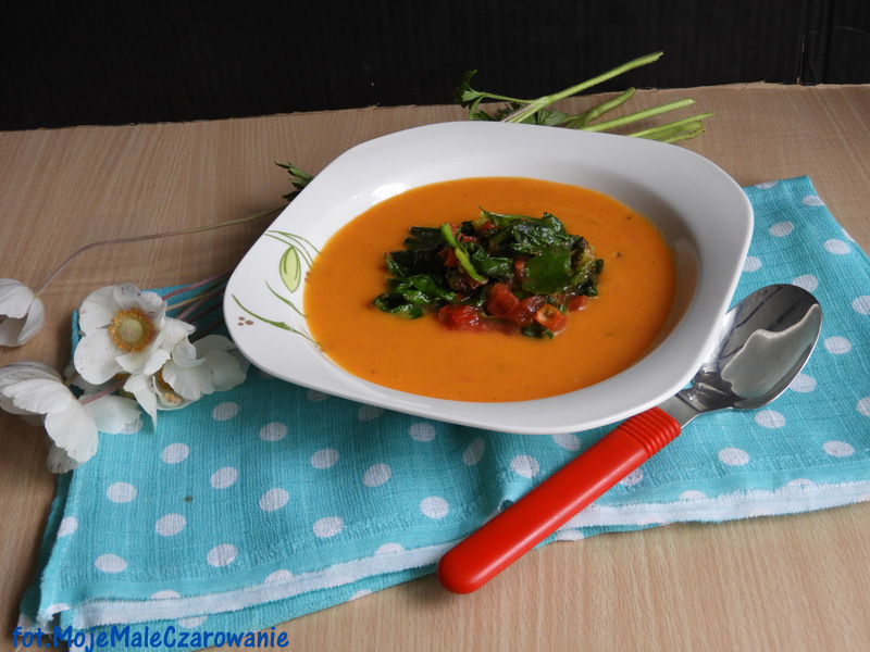 Zupa krem z dyni z pomidorami i szpinakiem