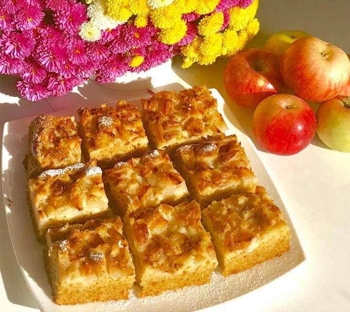 Jabłkowo-cynamonowe ciasto na maślance