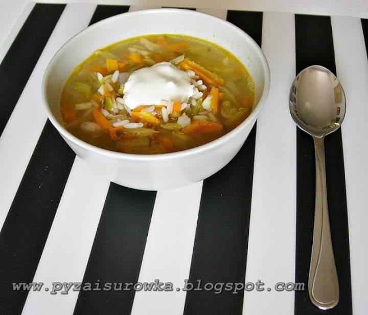 Zupa ogórkowa – błyskawiczna. Łatwa zupa z ogórków kiszonych.
