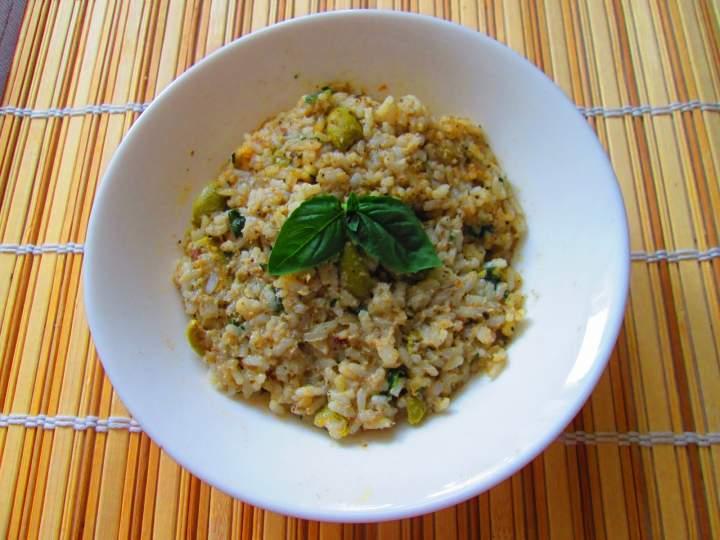 Sałatka ryżowa z sardynkami i oliwkami