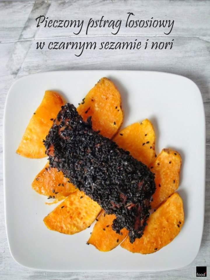 Pieczony pstrąg łososiowy w czarnym sezamie i glonach nori