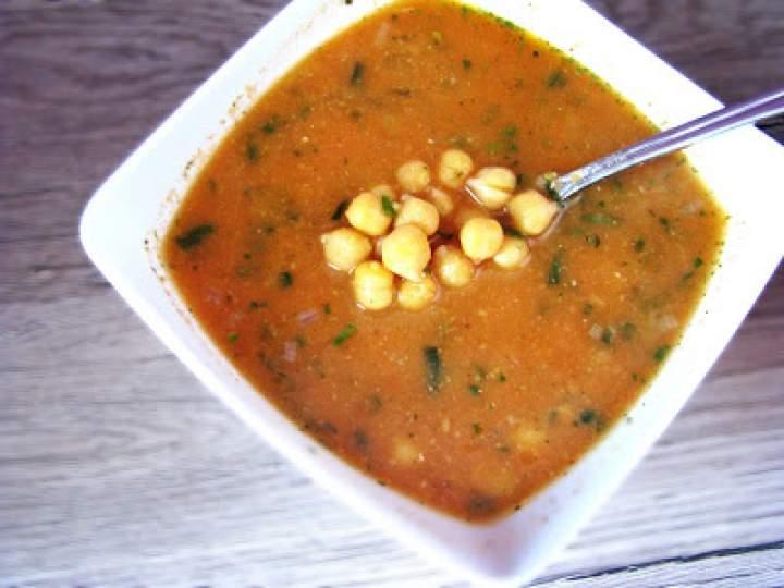 Aromatyczna zupa z ciecierzycy