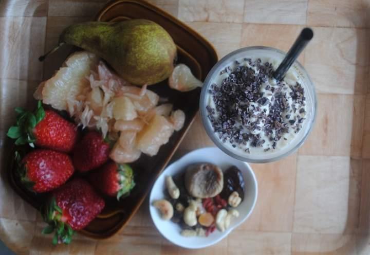 862. Bananowo- arachidowy koktajl jogurtowy z kakaowcem