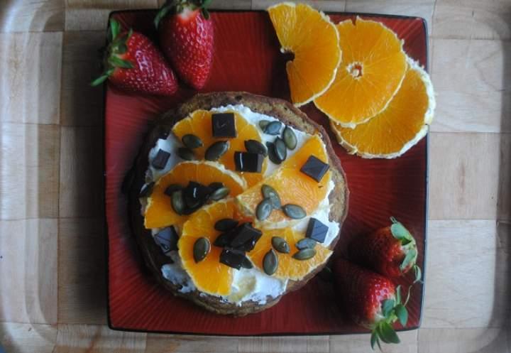 863. Marchewkowy placek z mąką z pestek dyni z ricottą i pomarańczą