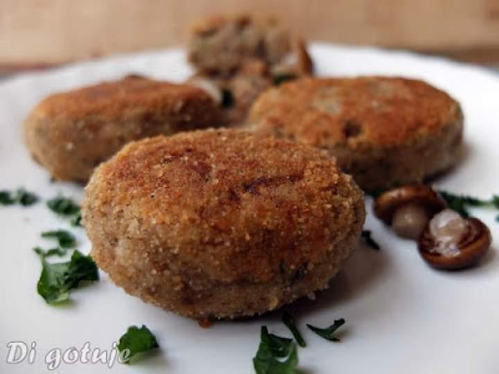 Kotlety z kaszą gryczaną i płatkami owsianymi (grzybowo-serowe)