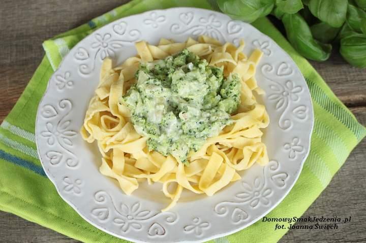 tagliatelle z sosem brokułowym