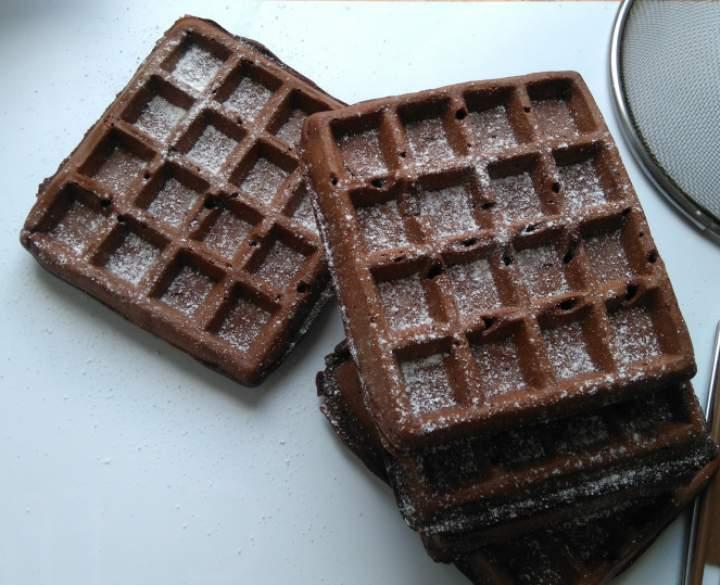 Gofry czekoladowe z migdałami