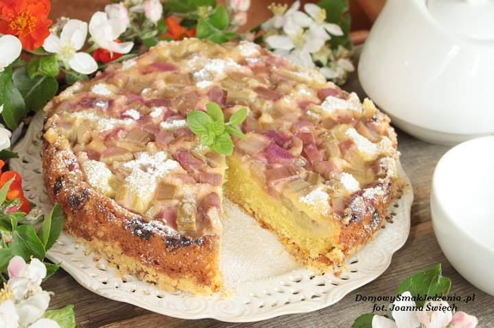 odwrócone ciasto z rabarbarem i kruszonką