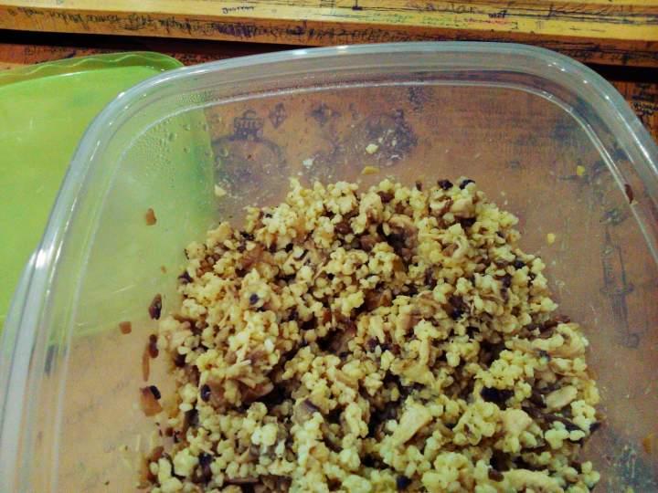 Kasza jaglana z piersią z kurczaka w sosie pieczarkowym (porcja – ok. 400 kcal)