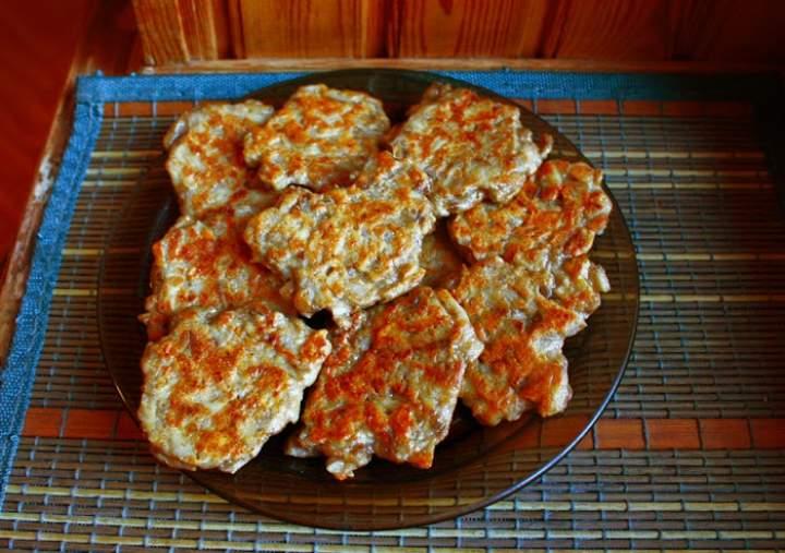 Placki z pieczarkami (porcja – 390 kcal)
