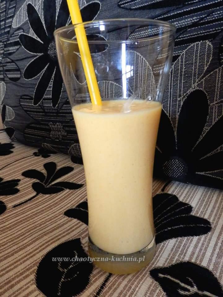 Słoneczny koktajl brzoskwiniowy
