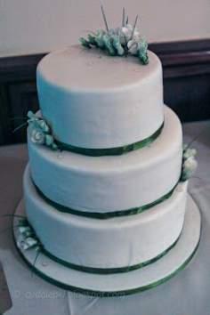 3 piętrowy tort weselny z eustomami.