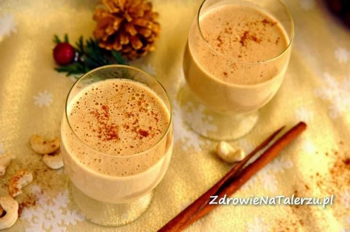 eggnog = mleko roślinne + nerkowce + mandarynka + daktyle + syrop klonowy + wanilia + kardamon + cynamon + sól
