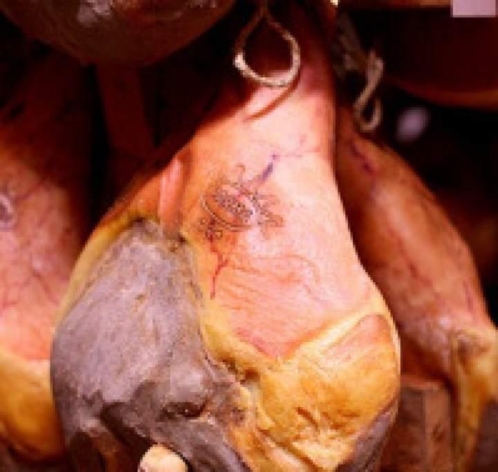 Smaki Parmy – symbol całej Italii, czyli jak wybrać najlepszy parmezan i prosciutto