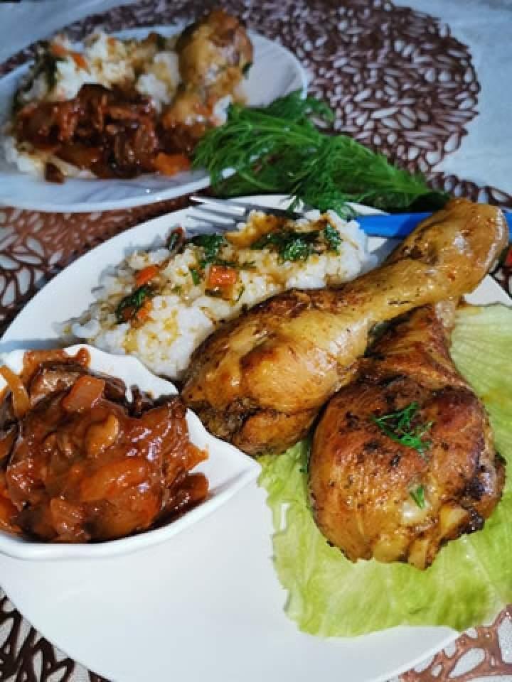 Pałki kurczaka w sosie własnym.