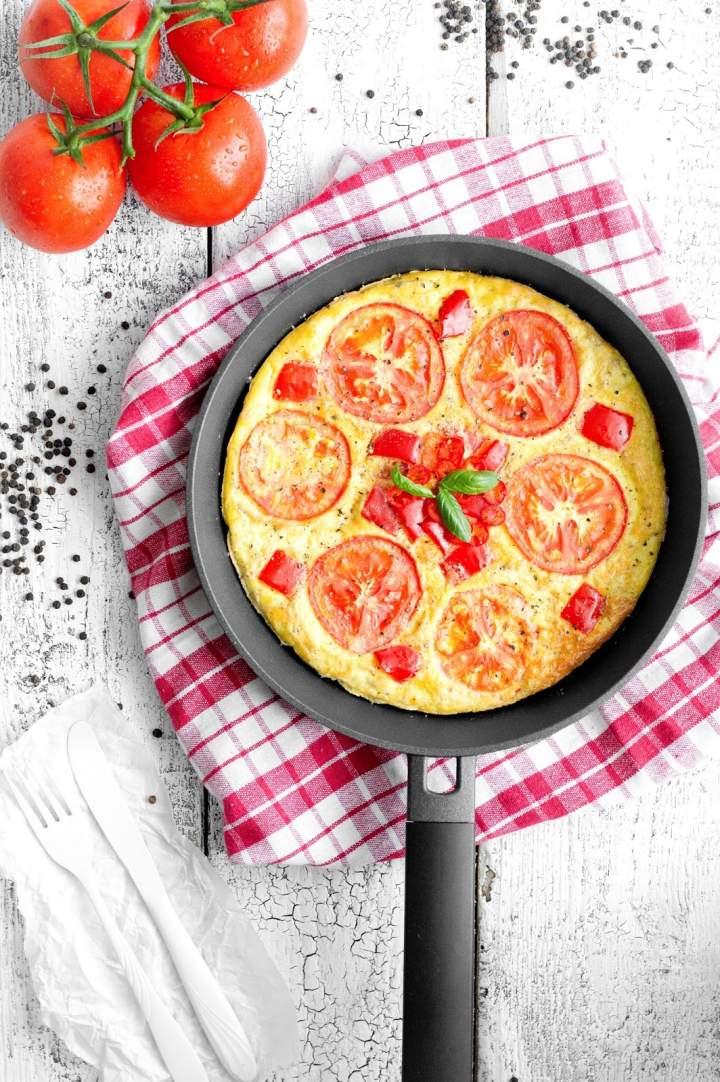 Frittata z pomidorami i papryką