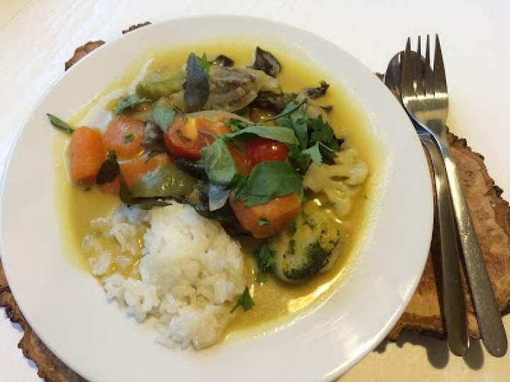 Tajskie zielone curry wegetariańskie. Thai wege green curry.
