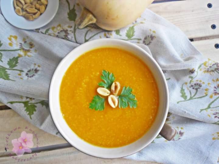 Zupa dyniowa z batatem i masłem orzechowym
