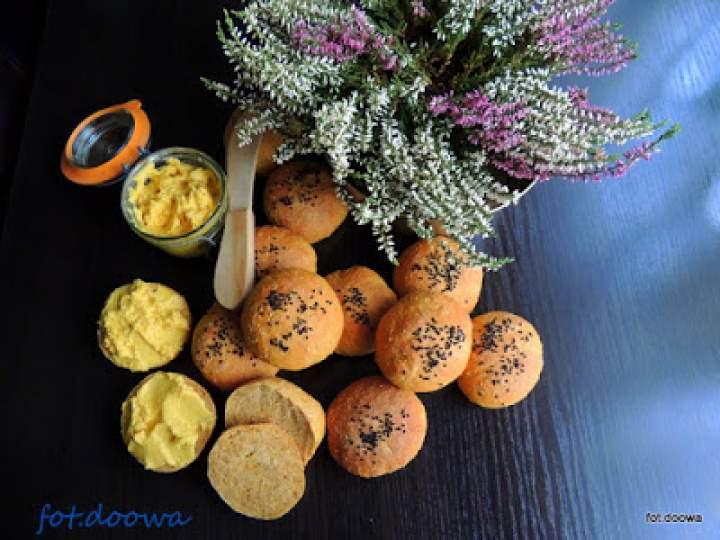 Bułki marchewkowe na zaczynie drożdżowym
