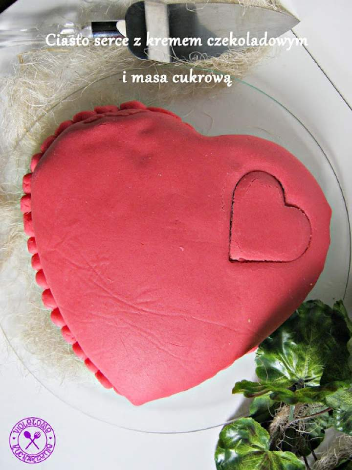 Ciasto serce z kremem czekoladowym i masą cukrową