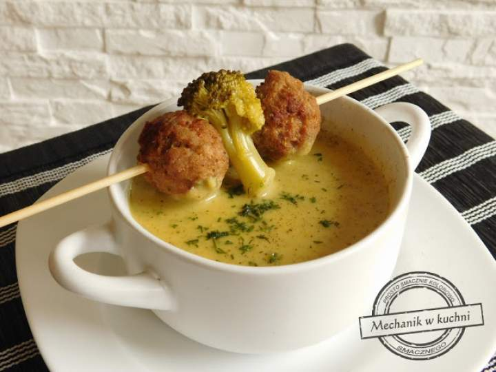 Zupa krem z brokułu z klopsikami