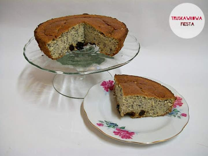 Ciasto jaglane z śliwkami i makiem