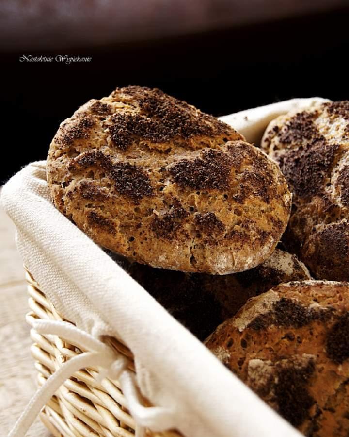 Pszenno-żytnie bułki z makiem (na zakwasie)