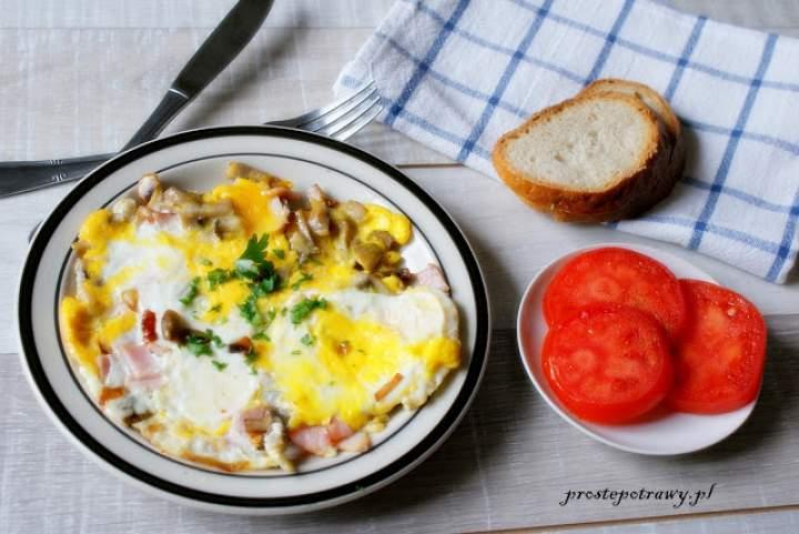 Omlet pikantny na śniadanie