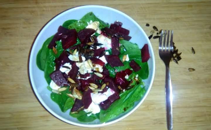 Dietetyczna sałatka z burakiem i serem feta