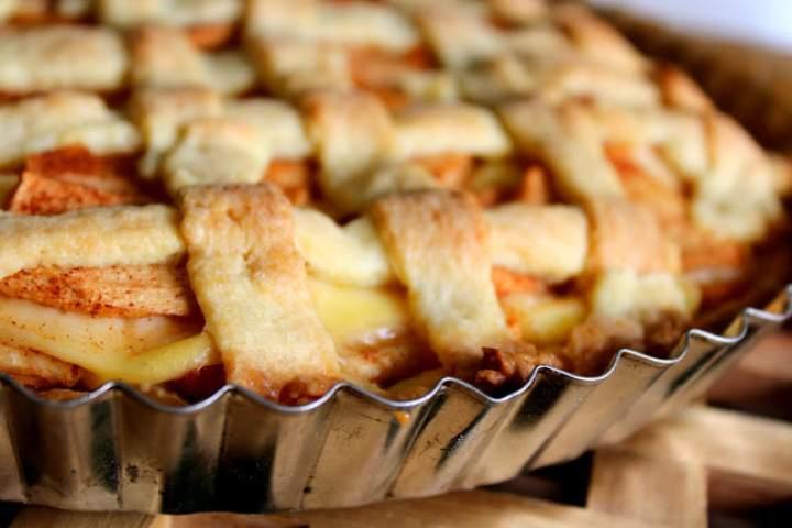 Tarta z budyniem i jabłkami