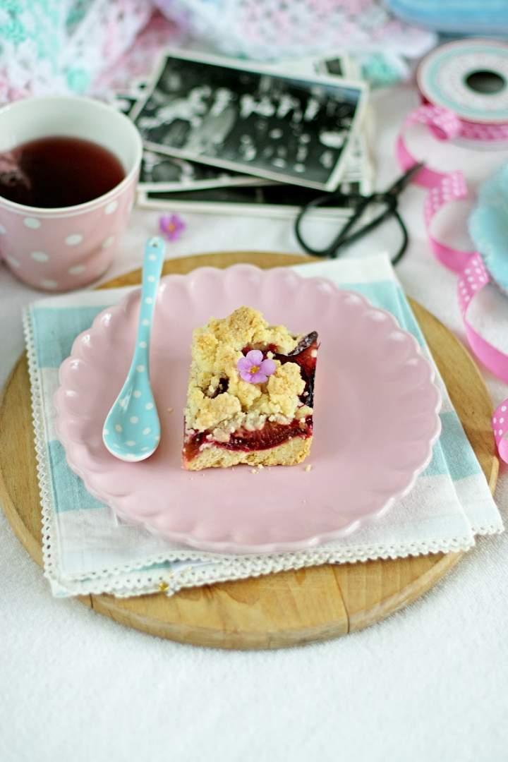 Ciasto półkruche ze śliwkami i kruszonką