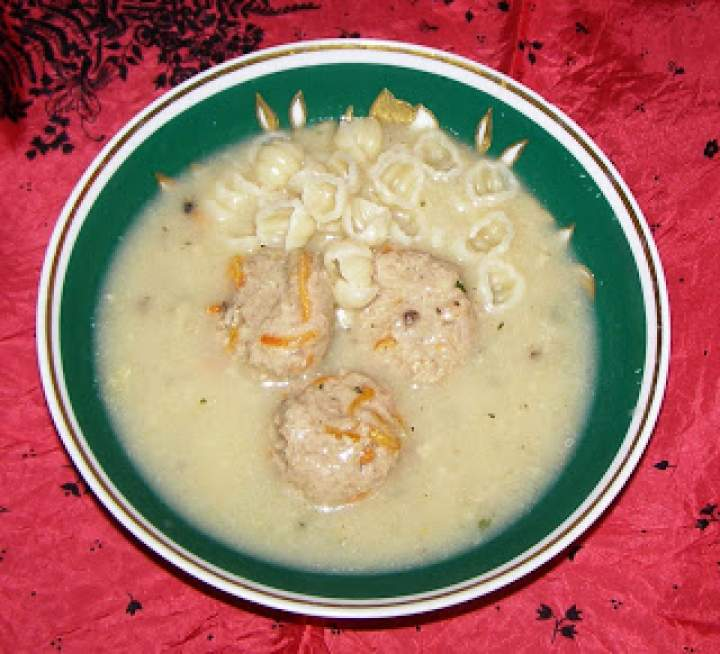 zupa pieczarkowa z klopsikami i makaronem…