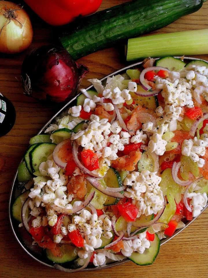 Sałatka z łososiem i serkiem wiejskim / Salmon and Cottage Cheese Salad