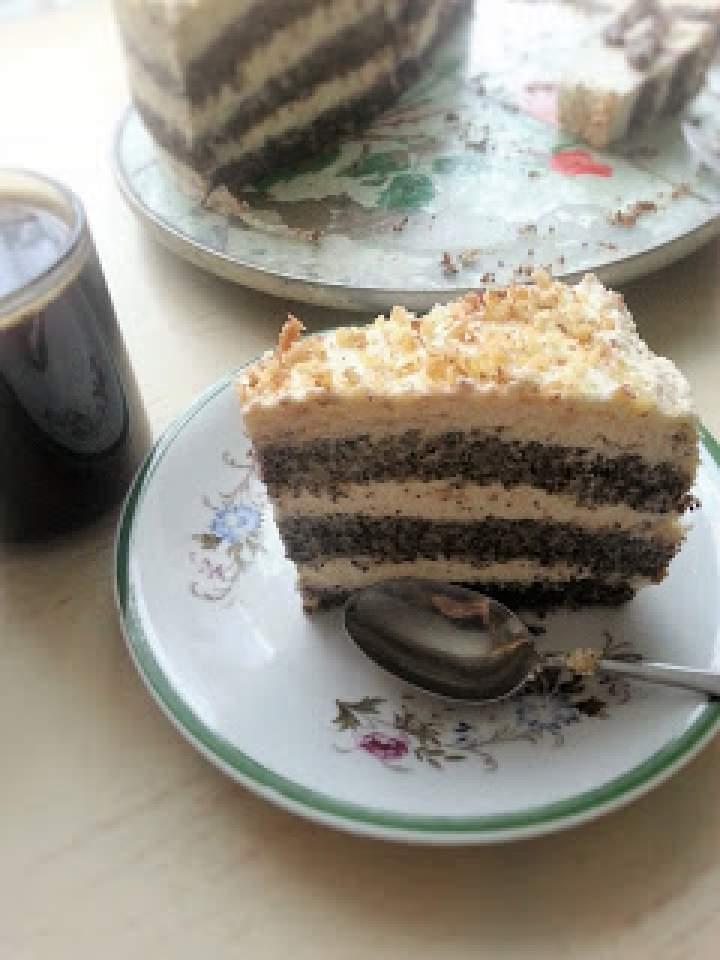 Tort makowy z kwaśną śmietaną