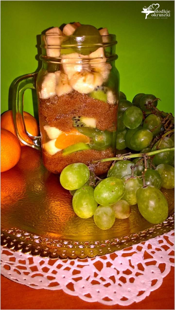 Zdrowa sałatka owocowa z cynamonowym amarantusem
