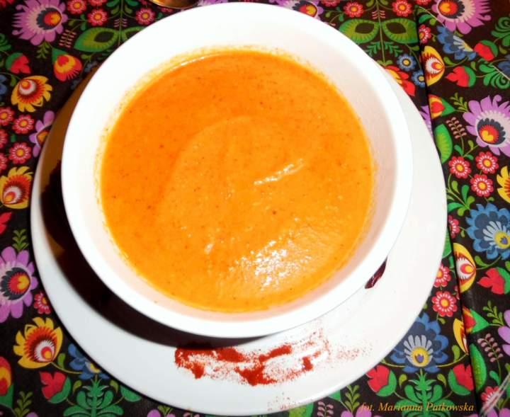 Krem z pieczonych papryk i pomidorów z dodatkiem jesiennych warzyw