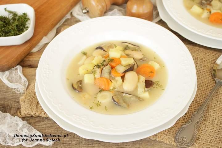 zupa fasolowa z grzybami