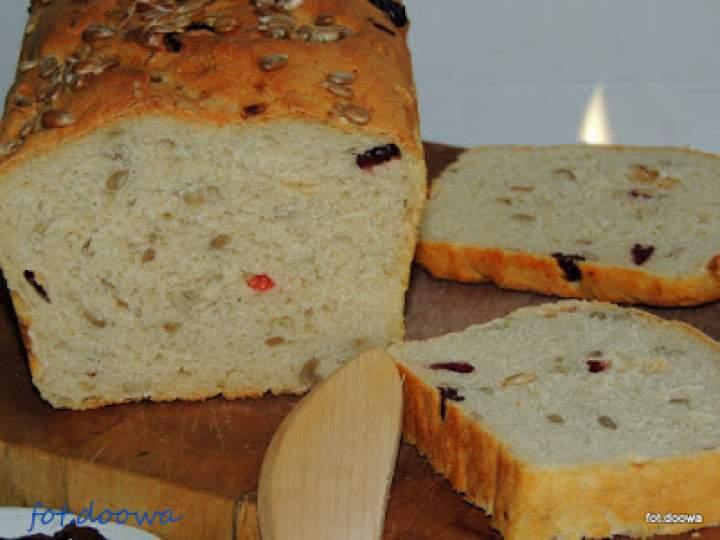 Chleb pszenny z żurawiną i jabłkami