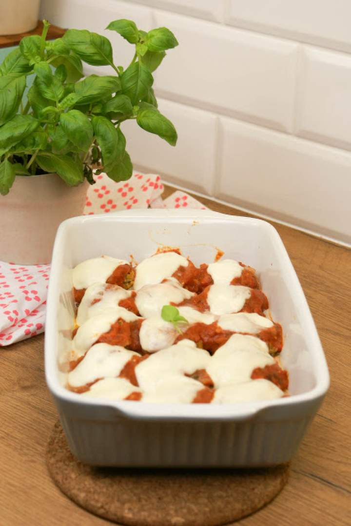 Jaglane pulpety z ciecierzycy w sosie pomidorowym